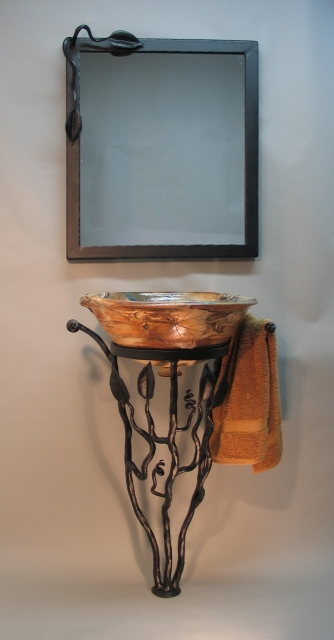 Merveilleux Sink With Iron Pedestal