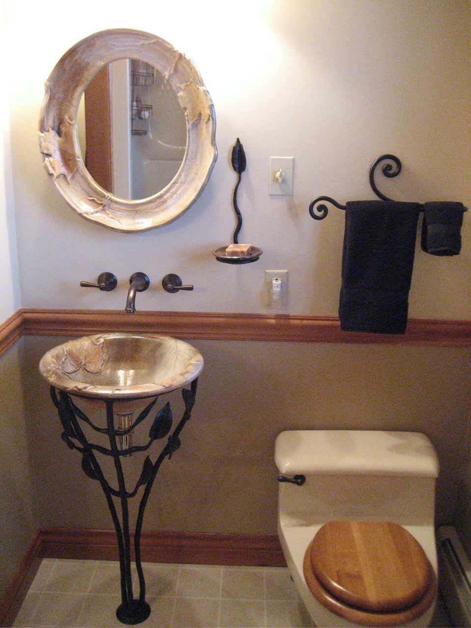 pedestal sink and accessories